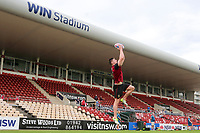 Picture by David Neilson/SWpix.com/PhotosportNZ - 09/02/2018 - Rugby League - Betfred Super League - Wigan Warriors v Hull FC - Captain's Run - WIN Stadium, Wollongong, Australia - George Williams takes a catch during the captain's run.