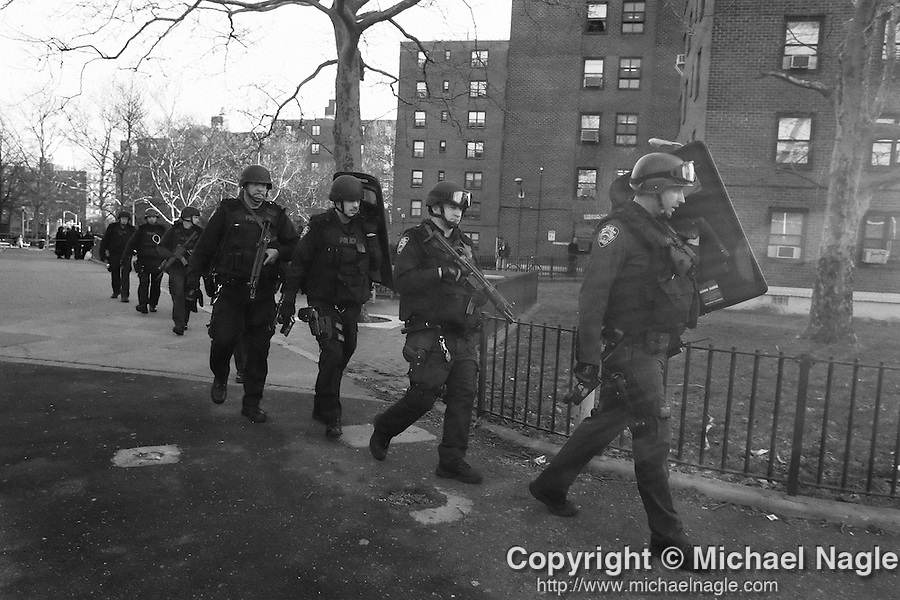NEW YORK --  MARCH 01:  The NYPD swat team searches for suspects in a shooting at 300 Bainbridge at Patchen on March 01, 2006 in Brooklyn.  (PHOTOGRAPH BY MICHAEL NAGLE)