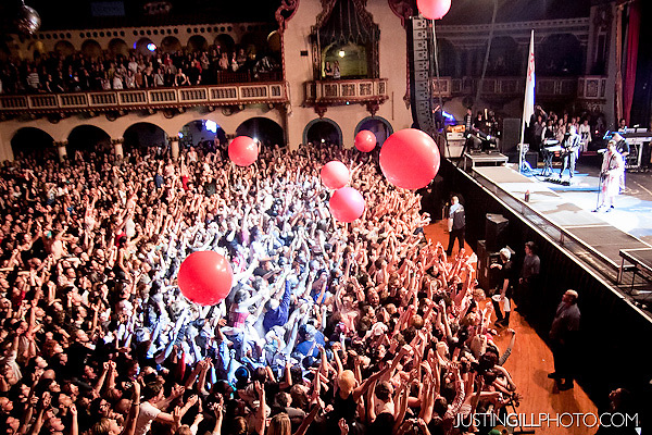 Live concert photo of 30 Seconds To Mars @ Aragon Ballroom Chicago by http://www.justingillphoto.com