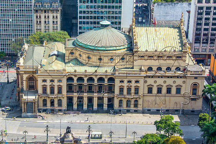 Vista de cima do Teatro Municipal construído em 1911, São Paulo - SP, 08/2016.