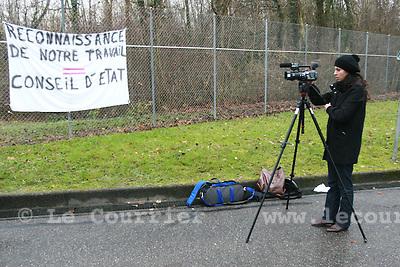 Genève, le 2008.média couvrant la manif des gardiens de prison..© Le Courrier / J.-P. Di Silvestro