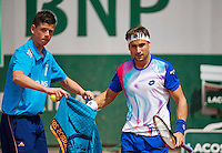 France, Paris, 31.05.2014. Tennis, French Open, Roland Garros, David Ferrer (ESP) receives a towel from a ballboy<br /> Photo:Tennisimages/Henk Koster