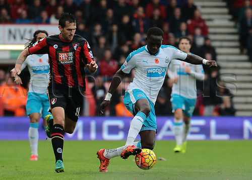 07.11.2015. Vitality Stadium, Bournemouth, England. Barclays Premier League. Moussa Sissoko of Newcastle n the ball as Charlie Daniels of Bournemouth looks to challenge as Bournemouth push for the equaliser