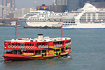 Asie, Chine, Hong Kong, star ferry et bateaux de croisière//Asia, China, Hong Kong, star ferry and cruise ships