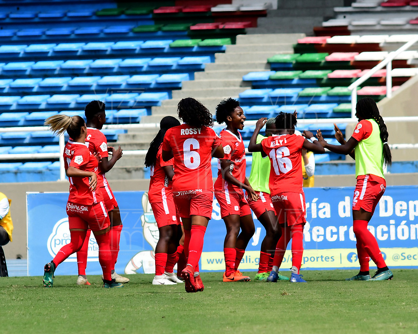 CALI - COLOMBIA, 10-08-2019: Jugadoras del América celebran después de anotar el segundo gol durante partido por la fecha 5 de la Liga Femenina Águila 2019 entre América de Cali y Deportivo Cali jugado en el estadio Pascual Guerrero de la ciudad de Cali. / Players of America celebrate after scoring the second goal during match for the date 5 as part of Aguila Women League 2019 between America de Cali and Deportivo Cali played at Pascual Guerrero stadium in Cali. Photo: VizzorImage / Nelson Rios / Cont