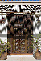 Afrique/Afrique de l'Est/Tanzanie/Zanzibar/Ile Unguja/Kiwenga: Hotel Zamani Zanzibar Kempinski détail vieille porte