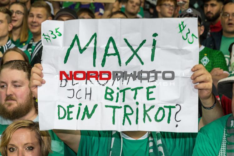 10.08.2019, wohninvest Weserstadion, Bremen, GER, DFB-Pokal, 1. Runde, SV Atlas Delmenhorst vs SV Werder Bremen<br /> <br /> DFB REGULATIONS PROHIBIT ANY USE OF PHOTOGRAPHS AS IMAGE SEQUENCES AND/OR QUASI-VIDEO.<br /> <br /> im Bild / picture shows<br /> Fan mit dem WUNSCH DAS TRIKOT VON MAXIMILIAN EGGESTEIN (WERDER BREMEN #35) ZU BEKOMMEN<br /> <br /> Foto © nordphoto / Kokenge