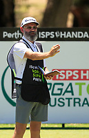 Nick Pugh (caddy) for Jazz Janewattananond (THA) in action on the 2nd during Round 1 of the ISPS Handa World Super 6 Perth at Lake Karrinyup Country Club on the Thursday 8th February 2018.<br /> Picture:  Thos Caffrey / www.golffile.ie<br /> <br /> All photo usage must carry mandatory copyright credit (&copy; Golffile | Thos Caffrey)