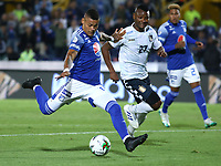 BOGOTÁ - COLOMBIA, 15-02-2020:Ayron Del Valle de Millonarios disputa el balón con Jarol Martínez de Boyacá Chico durante partido entre Millonarios y La Equidad por la fecha 5 de la Liga BetPlay I 2020 jugado en el estadio Nemesio Camacho  El Campín de la ciudad de Bogotá. / Ayron del Valle of Millonarios struggles the ball with Jarol Martinez of Boyaca Chico during match between Millonarios and Boyaca for the date  as part of BetPlay League I 2020 played at Nemesio Camacho El Campin stadium in Bogota. Photo: VizzorImage /Daniel Garzón / Contribuidor