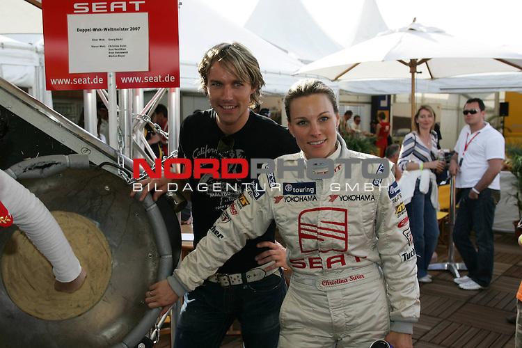 Seat Leon Supercopa 2007 - Hockenheimring.<br /> Sven Hannawald und Christina Surer vor dem Wok-WM-Wok.<br /> Foto &copy; nph (nordphoto)<br /> <br /> *** Local Caption ***