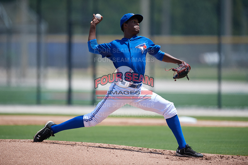 GCL Blue Jays relief pitcher Alvery De Los Santos (45) delivers a pitch during a game against the GCL Pirates on July 20, 2017 at Bobby Mattick Training Center at Englebert Complex in Dunedin, Florida.  GCL Pirates defeated the GCL Blue Jays 11-6 in eleven innings.  (Mike Janes/Four Seam Images)