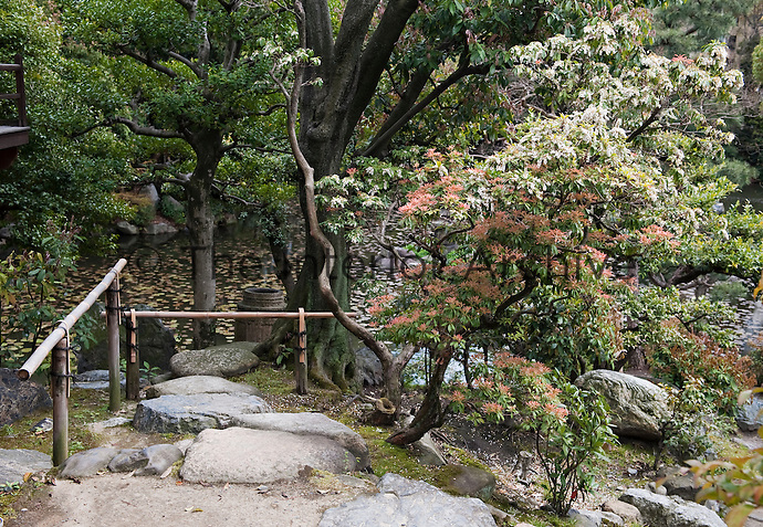 A stone path leads down to the lake in the Shosei-en garden