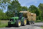 POLAND, straw harvest with John Deere Tractor / POLEN, Neu Stettin, Strohernte mit John Deere Traktor