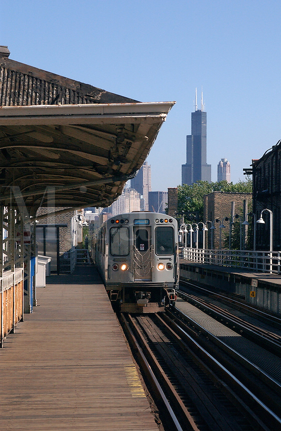 Chicago Elevated train stops at platform to pick up passengers
