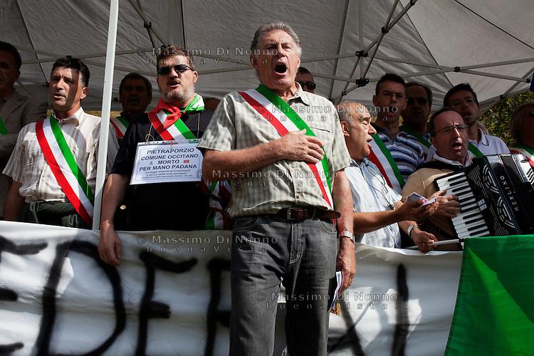 Pian del Re: protesta dei sindaci della provincia di Cuneo durante la la festa della Lega Nord per il rito dell'ampolla alle sorgenti del Po.