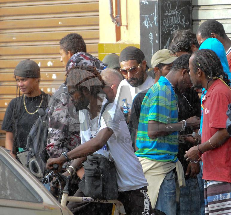SAO PAULO, SP, 14 Janeiro 2012 usuarios na cracolandia  .  (FOTO: ADRIANO LIMA - NEWS FREE)