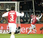 Nederland, Alkmaar, 19 januari  2013.Eredivisie.Seizoen 2012/2013.AZ-Vitesse 4-1.Roy Beerens van AZ scoort de 2-0