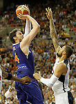 Spain's Pau Gasol (l) and USA's Tyson Chandler during friendly match.July 24,2012. (ALTERPHOTOS/Acero)