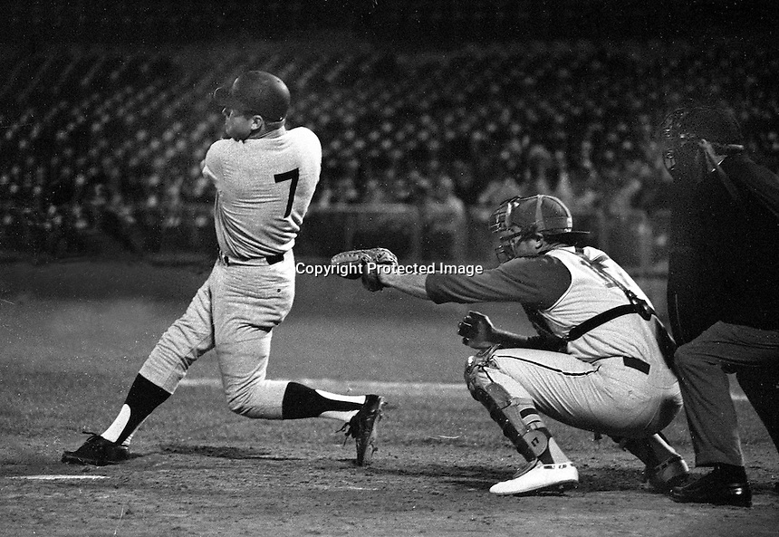 New York Yankee slugger Mickey Mantle hits Home Run against the Oakland Athletics (1968 photo/Ron Riesterer)