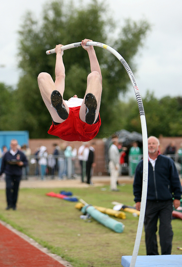 Photo: Rich Eaton...Schools International Athletic Board, Track & Field International Match, Newport. 21/07/2007. Tony Hillier of England competes in the boys pole vault.