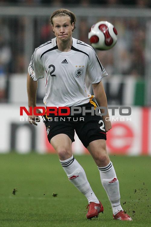 Qualifikation EM 2007 Gruppe: D - Deutschland (GER) vs. Tschechien (CZ). <br /> <br /> Einzelsituation Marcell Jansen (Deutschland #2).<br /> <br /> <br /> Foto &copy; nph (  nordphoto  )<br /> <br /> <br /> <br />  *** Local Caption ***