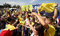 PASADENA - UNITED STATES, 07-06-2016: Hinchas de Colombia (COL) animan a su equipo previo al encuentro con Paraguay (PAR) del grupo A fecha 2 por la Copa América Centenario USA 2016 jugado en el estadio Rose Bowl en Pasadena, California, USA. /  Fans of Colombia (COL) cheer their team prior a match against Paraguay (PAR) of the group A date 2 for the Copa América Centenario USA 2016 played at Rose Bowl stadium in Pasadena, California, USA. Photo: VizzorImage/ Luis Alvarez /Str