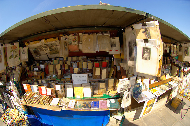 Paris ; France ; Notre Dame ; Cathedral ; seine ; bank ; south ; book ; stall ; books ; antiques ; collectables ; collectors ; second ; hand ; old ; fragile ; precious ; special ; first ; edition ; French ; novels ; stationary