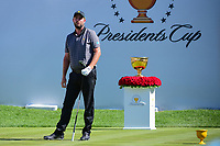 Marc Leishman (AUS) watches his tee shot on 1 during round 4 Singles of the 2017 President's Cup, Liberty National Golf Club, Jersey City, New Jersey, USA. 10/1/2017. <br /> Picture: Golffile | Ken Murray<br /> <br /> All photo usage must carry mandatory copyright credit (&copy; Golffile | Ken Murray)