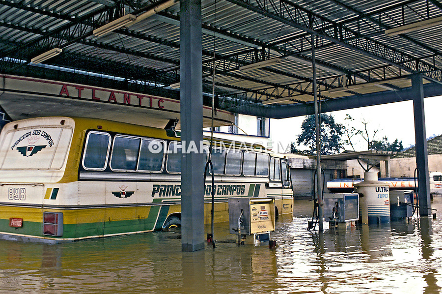 Inundações no Vale de Itajaí, Santa Catarina. 1985. Foto de Ricardo Azoury.