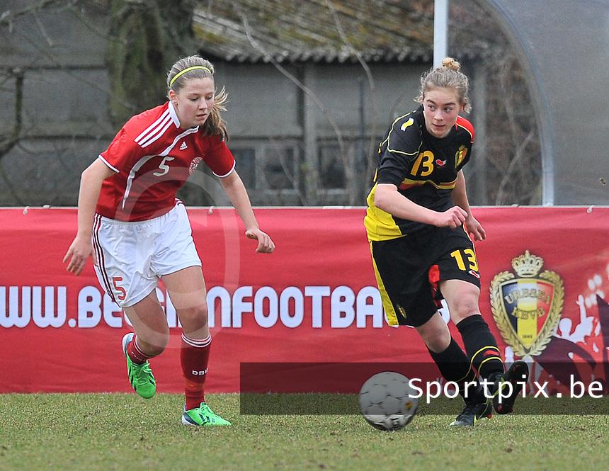 Denmark U17 - Belgium U17 : Margaux Van Ackere aan de bal voor .Louise Ringsing.foto DAVID CATRY / Vrouwenteam.be