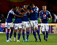 BOGOTÁ-COLOMBIA, 15–02-2020: Cristian Arango de Millonarios, celebra con sus compañeros de equipo después de anotar su gol a Boyacá Chicó F.C., durante partido entre Millonarios y Boyacá Chicó F.C. de la fecha 5 por la Liga BetPlay DIMAYOR 2020 jugado en el estadio Nemesio Camacho El Campín de la ciudad de Bogotá. / Cristian Arango of Millonarios celebrates with his teammates after scoring his goal to Boyacá Chicó F.C., during a match between Millonarios and Boyaca Chico F.C. of the 5th date for the BetPlay DIMAYOR Leguaje I 2020 played at the Nemesio Camacho El Campin Stadium in Bogota city. / Photo: VizzorImage / Luis Ramírez / Staff.