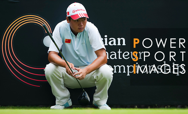 SHENZHEN, CHINA - OCTOBER 30: Mu Hu of China waits during the day two of Asian Amateur Championship at the Mission Hills Golf Club on October 30, 2009 in Shenzhen, Guangdong, China.  (Photo by Victor Fraile/The Power of Sport Images) *** Local Caption *** Mu Hu