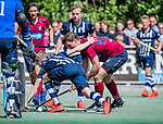 DEN HAAG -  Steven van Rhede van der Kloot (HCKZ) met Lennart Kallenberg (HDM)     tijdens  de eerste Play out wedstrijd hoofdklasse heren ,  HDM-HCKZ (1-2) . . COPYRIGHT KOEN SUYK
