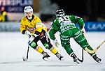 Stockholm 2013-12-30 Bandy Elitserien Hammarby IF - Broberg S&ouml;derhamn IF :  <br /> Brobergs Ilari Moisala i kamp om bollen med Hammarbys Adam Gilljam <br /> (Foto: Kenta J&ouml;nsson) Nyckelord:
