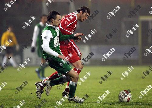 2010-02-06 / Voetbal / seizoen 2009-2010 / Racing Mechelen - KVK Ieper / Kristof Goessens met Simon Donche van Ieper..Foto: mpics
