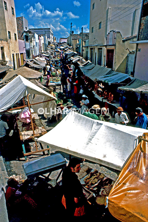 Feira de Caruarú em Pernambuco. 1985. Foto de Juca Martins.