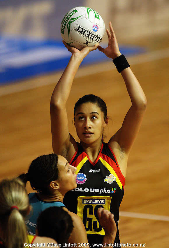 Magic goalshoot Maria Tutaia during the ANZ Netball Championship match between the Waikato Bay of Plenty Magic and Adelaide Thunderbirds, Mystery Creek Events Centre, Hamilton, New Zealand on Sunday 19 July 2009. Photo: Dave Lintott / lintottphoto.co.nz