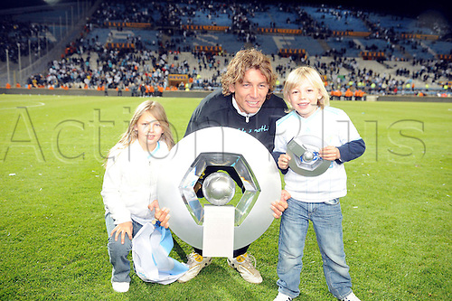 15/05/2010 French Ligue 1 Marseille v Grenoble, Gaby Heinze with his children and the championship trophy.