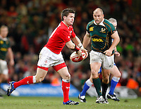 Photo: Richard Lane/Richard Lane Photography..Wales v South Africa. Prince William Cup. 24/11/2007. .Wales' Ceri Sweeney passes.