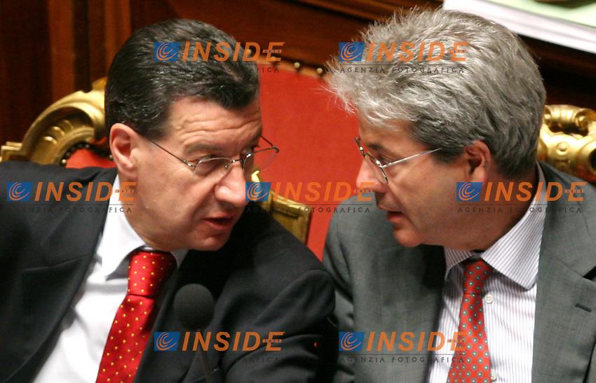 Roma, 18 maggio 2006: Senato, all'ordine del giorno il voto di fiducia al nuovo Governo di Romano Prodi.<br /> <br /> Nella foto: il Ministro per i Rapporti con il Parlamento Vannino Chiti ed il Ministro delle Comunicazioni Paolo Gentiloni.<br /> <br /> Photo: Serena Cremaschi Insidefoto