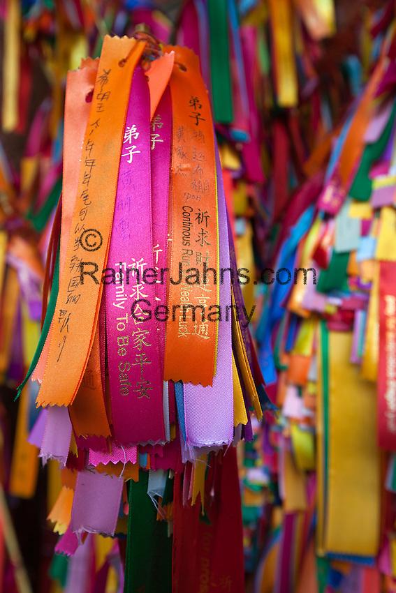 Malaysia, Pulau Penang, Georgetown: Good luck ribbons for offering at the Kek Lok Si Temple | Malaysia, Pulau Penang, Georgetown: Gluecksbaender werden im Kek Lok Si Tempel angeboten