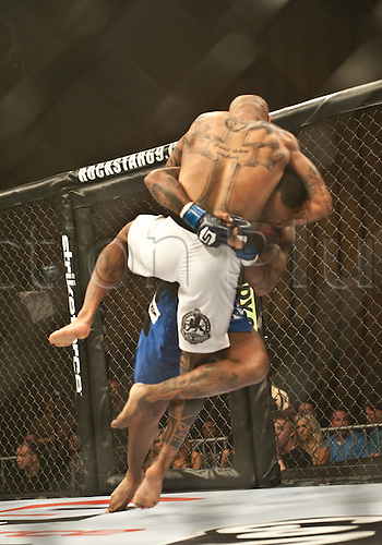 24.06.2011, Washinton, USA.   Jerron Peoples takes down Eduardo Pamplona during the STRIKEFORCE Challengers at the ShoWare Center in Kent, Washington. Pamplona knocked Peoples out in the first round.