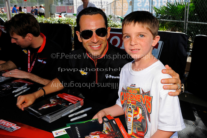 Helio Castroneves (#3) and a young fan.
