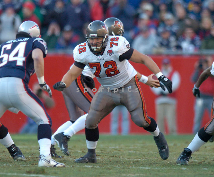 Dan Buenning of the the  Tampa Bay Buccaneers , in action during thier game against the New England Patriots  on December 17, 2005...Patriots win 28-0..David Durochik / SportPics