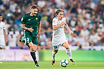 Luka Modric of Real Madrid (R) fights for the ball with Francisco Javier Garcia Fernandez, Javi Garcia, of Real Betis (L) during the La Liga 2017-18 match between Real Madrid and Real Betis at Estadio Santiago Bernabeu on 20 September 2017 in Madrid, Spain. Photo by Diego Gonzalez / Power Sport Images