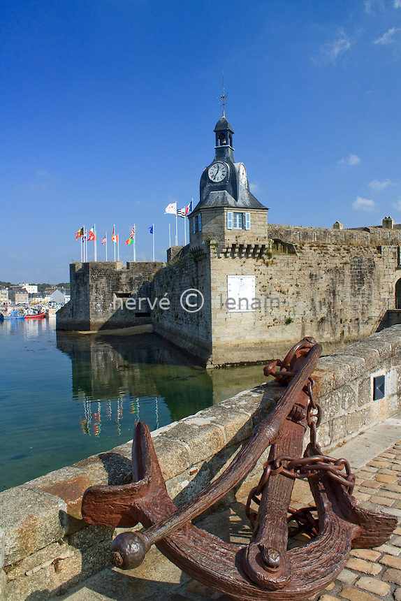 France, Finistère (29), Concarneau, accès à la ville close // France, Finistère, Concarneau, access to the walled city