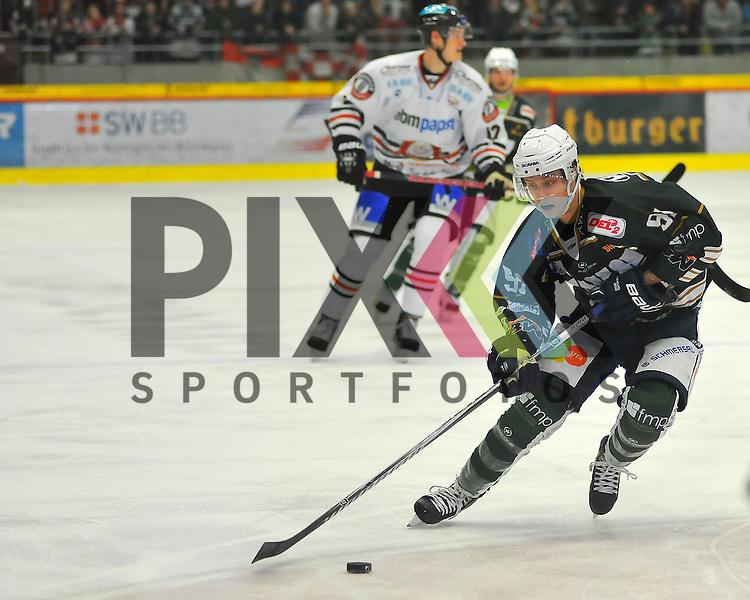 Marcel KAHLE (SC Bietigheim Steelers).<br /> <br /> Deutschland, Bietigheim-Bissingen:  Eishockey, DEL2 PlayOff Halbfinale: SC Bietigheim Steelers vs. EVL Landshut Eishockey am 06.04.2015,  EgeTrans Arena im Spiel SC Bietigheim - EV Landshut.<br /> <br /> Foto &copy; P-I-X.org *** Foto ist honorarpflichtig! *** Auf Anfrage in hoeherer Qualitaet/Aufloesung. Belegexemplar erbeten. Veroeffentlichung ausschliesslich fuer journalistisch-publizistische Zwecke. For editorial use only.