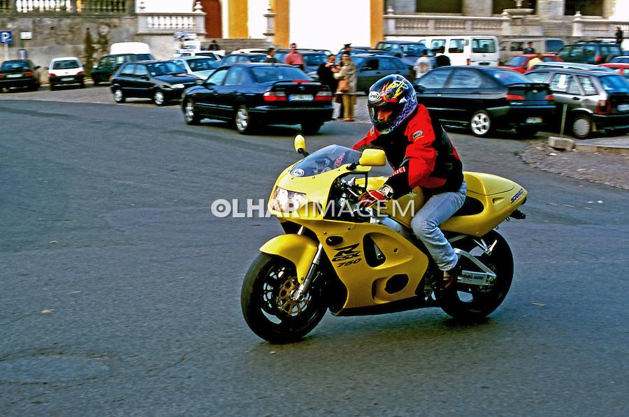 Motoqueiro em Sintra. Portugal. Foto de Juca Martins. Data: 1999