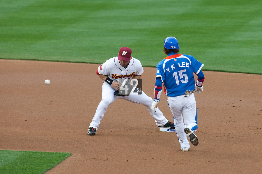 21 March 2009: #12 Marco Scutaro  of Venezuela fails to catch the ball as #15Yong-Kyu Lee of Korea runs during the 2009 World Baseball Classic semifinal game at Dodger Stadium in Los Angeles, California, USA. Korea wins 10-2 over Venezuela.