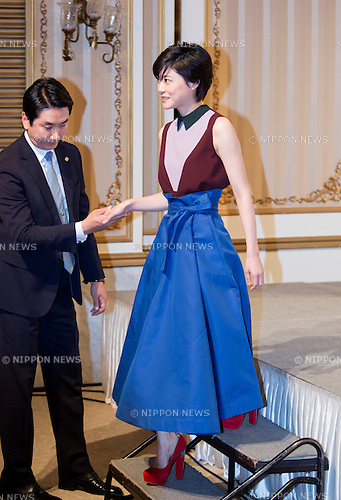 "Juri Ueno, Oct  28, 2015 : Japanese actress Juri Ueno leaves the stage after she posed for photographers during a press presentation of new drama, ""Secret Message"" in Seoul, South Korea. ""Secret Message"" is a Korean-Japanese web drama series which will air online from early November. (Photo by Lee Jae-Won/AFLO) (SOUTH KOREA)"